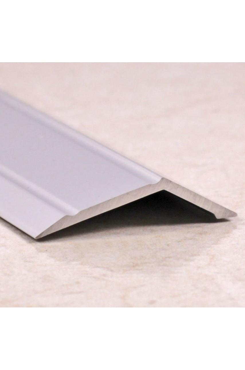 Алюминиевый порог с декоративными насечками, с отверстиями ПО 32х10