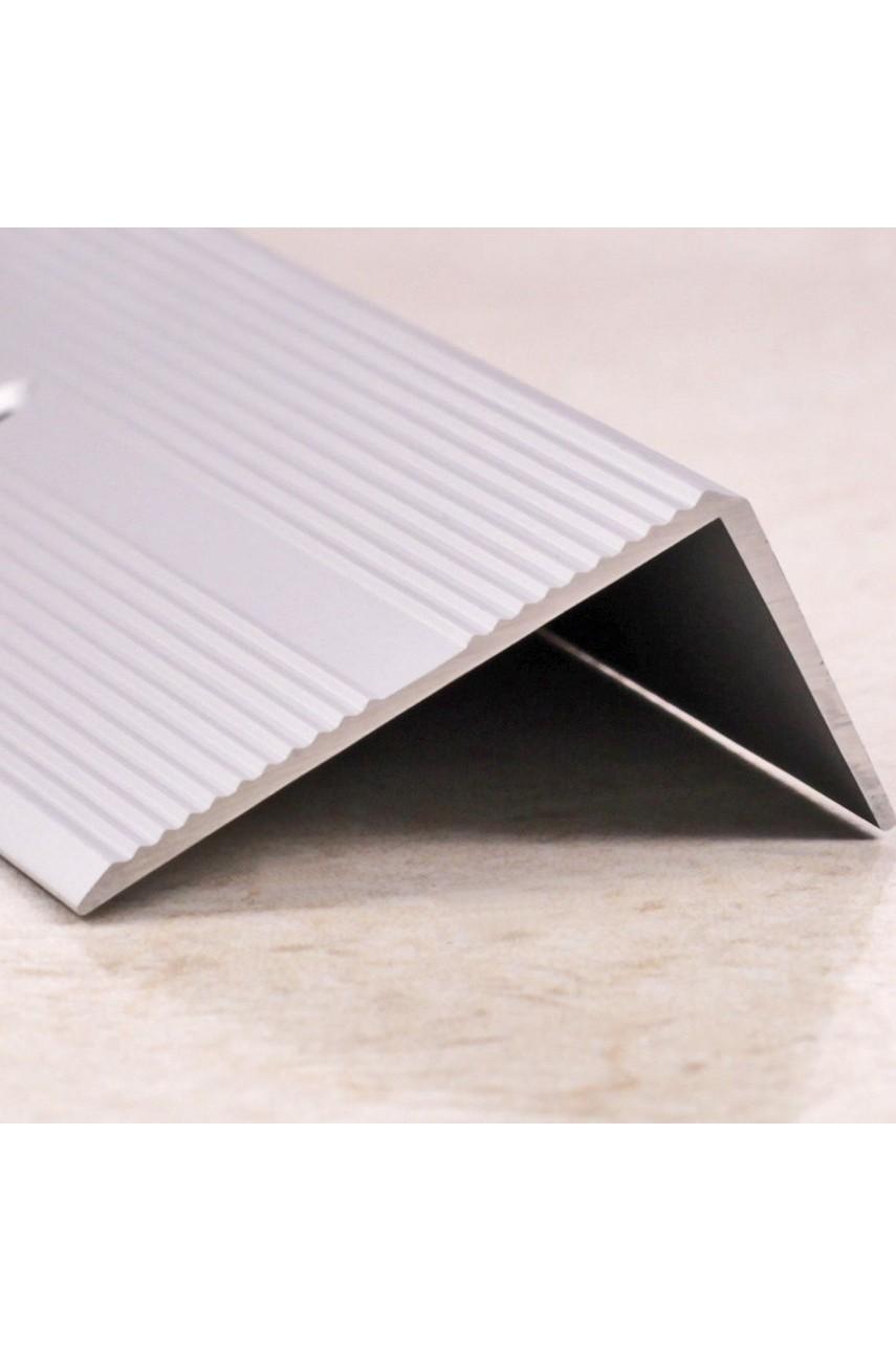 Алюминиевый угловой порог рифленый с отверстиями ПО 40х20