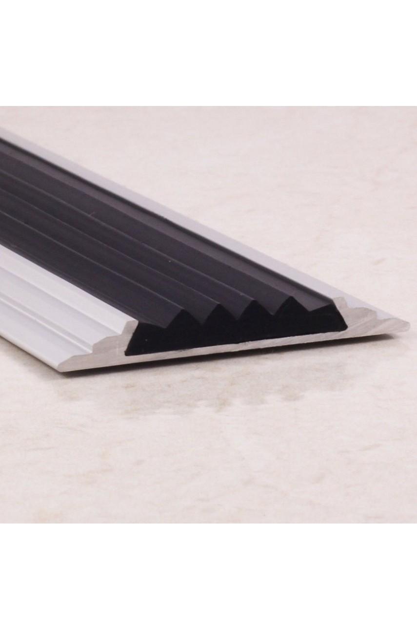 Алюминиевый порог противоскользящий с резиновой вставкой ПО 46